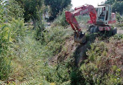 Limpieza preventiva de cuatro arroyos en Benalmádena