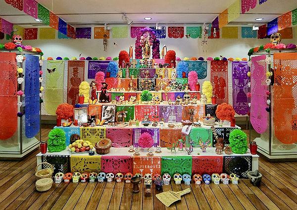 El Altar de Muertos Mexicano del Museo Felipe Orlando recibió a más de 3.000 visitantes