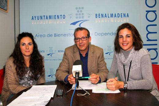 Francisco Salido informa sobre el comienzo de las clases de apoyo escolar en el centro social de Carola