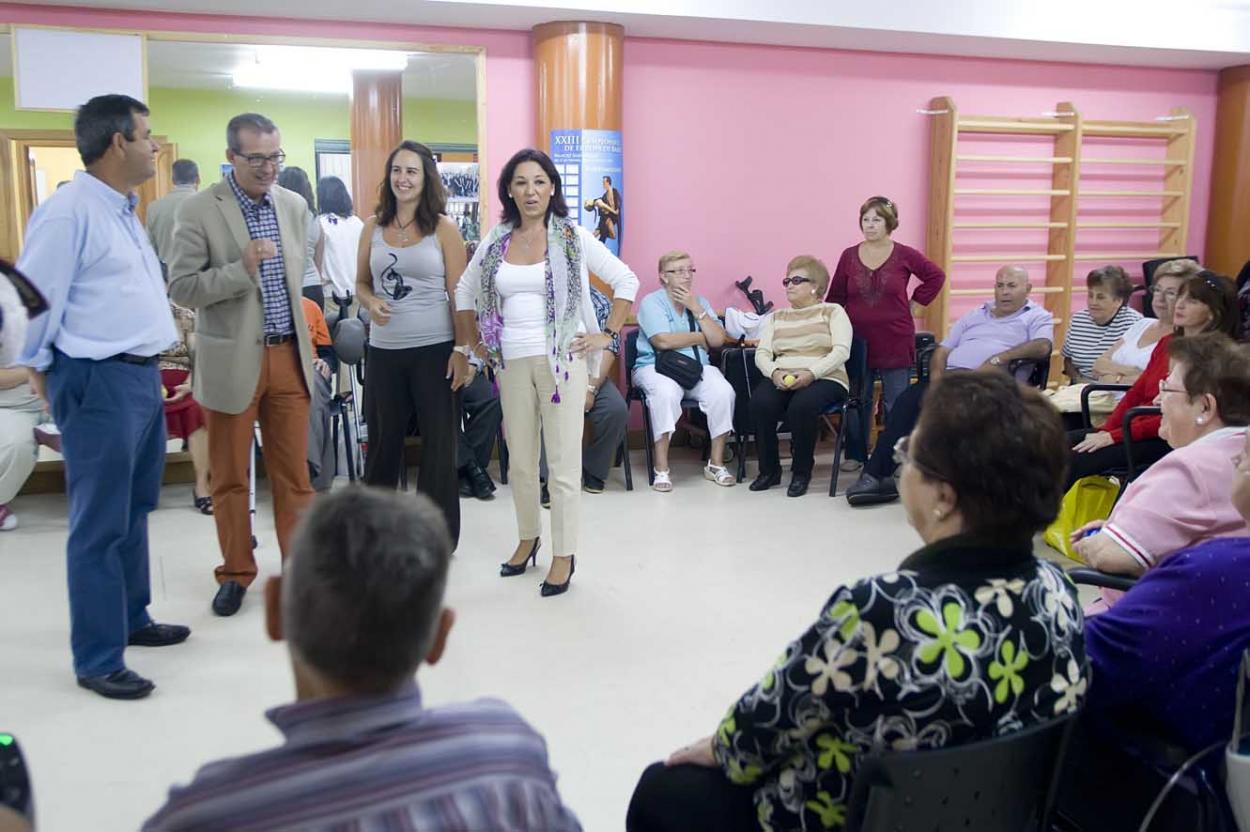 El Ayuntamiento impulsa la actividad 'También podemos bailar' para las personas con problemas de movilidad