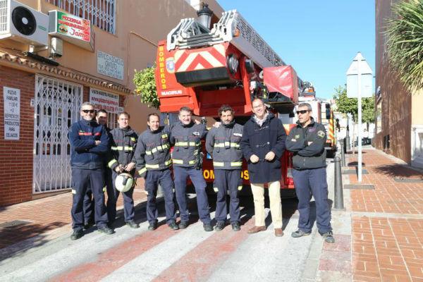 Escolares participan en un simulacro de incendio en vivienda como parte de las actividades de la semana de la prevención.