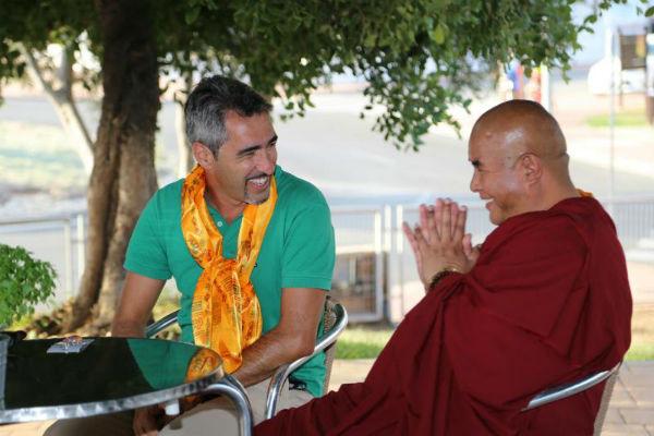 El Alcalde Víctor Navas recibe a una de las principales autoridades religiosas de Bután