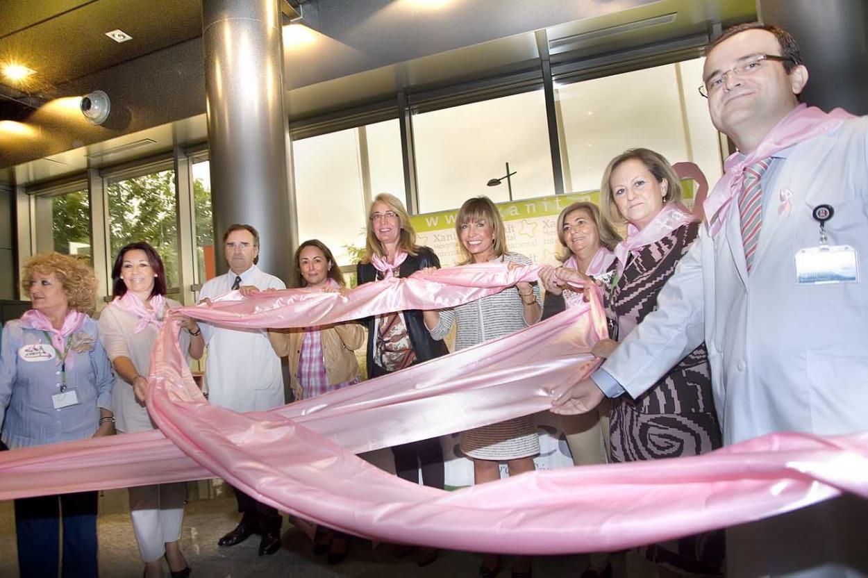 Benalmádena se suma a la celebración del Día Mundial contra el Cáncer de Máma con el lema 'Juntos es posible'