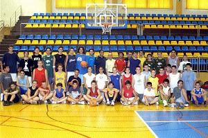 Luis Casimiro imparte clases de basket