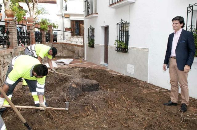 El Ayuntamiento acomete trabajos de mejoras en la plaza de la calle Cerrillo