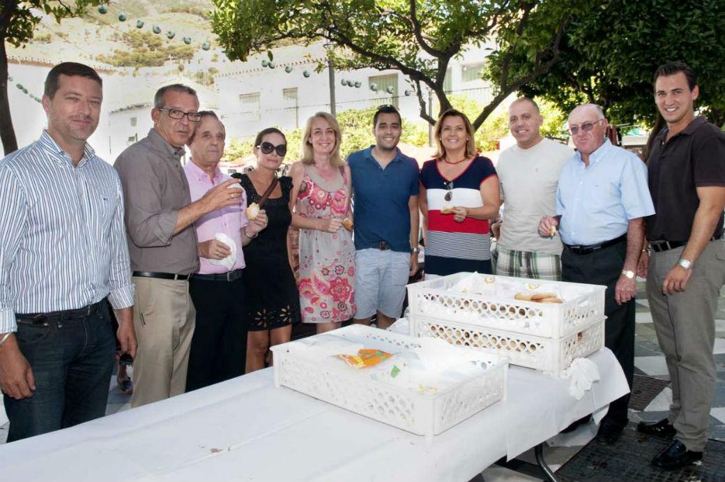Arranca la Feria de Día en el pueblo con la tradicional chocolatada en la Plaza de España