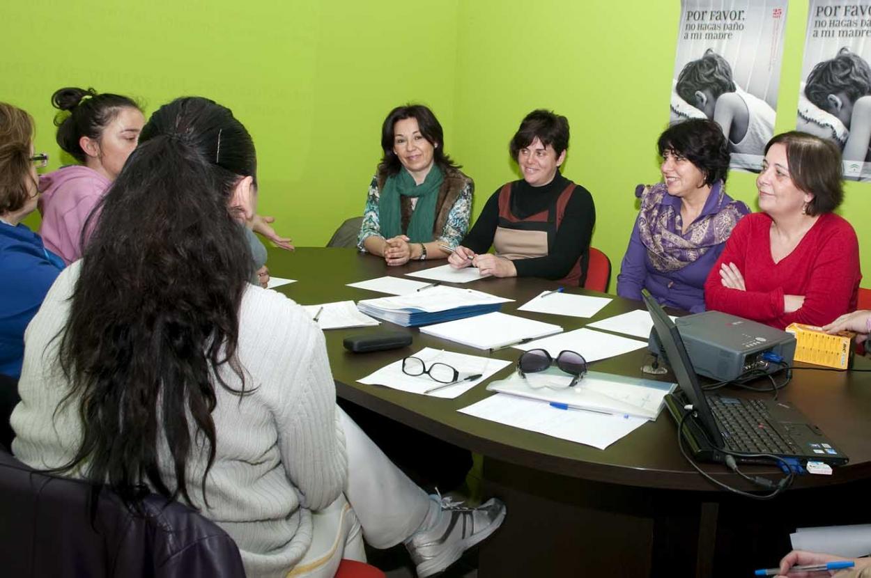 Una decena de usuarias del CIM participa en el taller sobre derechos de las mujeres en situación de crisis de pareja