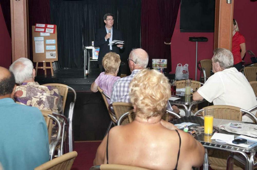 El Concejal de Residentes Extranjeros mantiene una primera toma de contacto con la asociación 'The Social and Welfare Club'