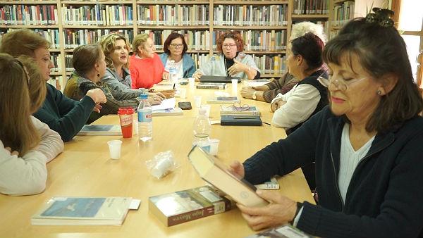 El Club de Lectoras de la Biblioteca Manuel Altolaguirre debaten sobre Mendicutti