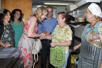 La Alcaldesa y los Miembros del Equipo de Gobierno Visitan el Comedor Social de Benalmádena.