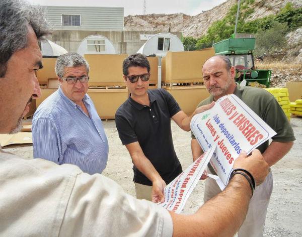 Benalmádena instala 200 nuevos contenedores de envases, que permiten cuadriplicar la capacidad actual de recogida
