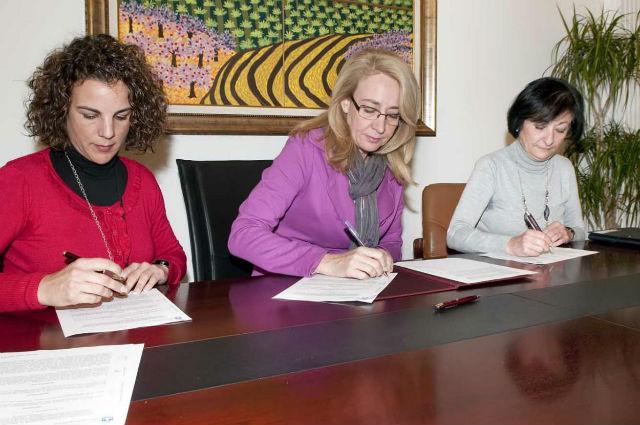 El Ayuntamiento y Cruz Roja firman un convenio de colaboración para el transporte adaptado de usuarios del Centro Municipal Ocupacional