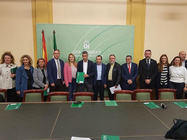 Benalmádena renueva su acuerdo con la Junta para el desarrollo del programa de tratamiento a familias con menores en situación de riesgo o desprotección