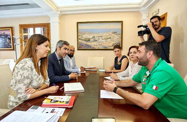 El Alcalde Víctor Navas y las Concejalas Irene Díaz y Ana Scherman mantienen un encuentro con el Coordinador del Área LGTBI de la Junta de Andalucía