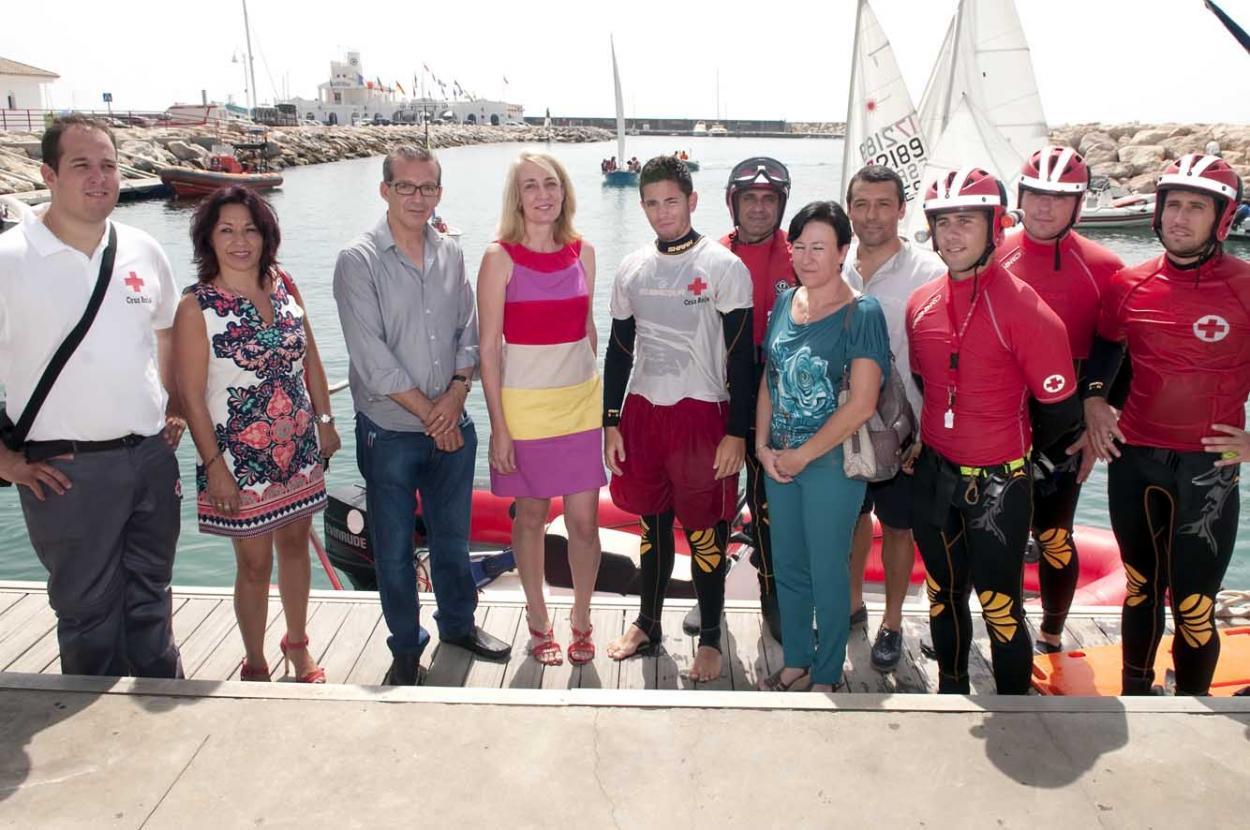 La regidora asiste al simulacro de salvamento marítimo de Cruz Roja en el Club Náutico