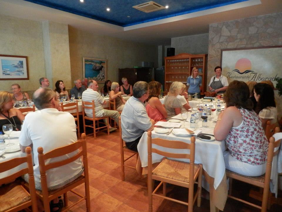 Cerca de medio centenar de residentes extranjeros participan en un curso de cocina española