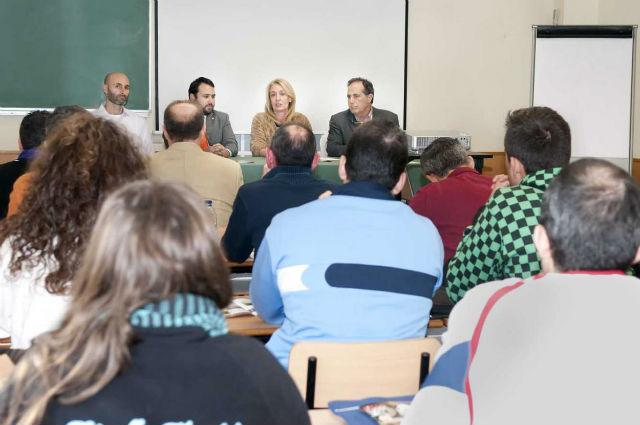 La Alcaldesa asiste al curso de experto en gestón del deporte local celebrado en el polideportivo Ramón Rico