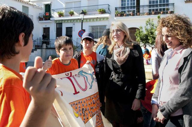 La Alcaldesa de Benalmádena comparte con los alumnos del colegio 'Jacaranda' el Día Escolar de la Paz
