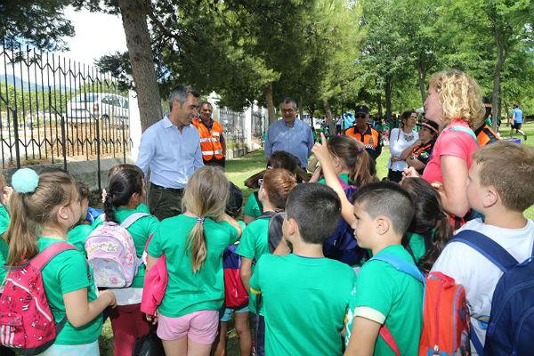 Escolares de todo el municipio celebran el Día Mundial del Medio Ambiente en el Parque de la Paloma