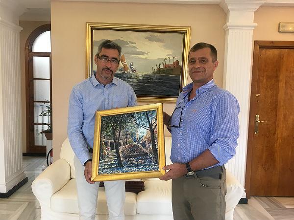 El pintor ruso Dmytro Ponomarenko dona siete de sus cuadros al Ayuntamiento de Benalmádena