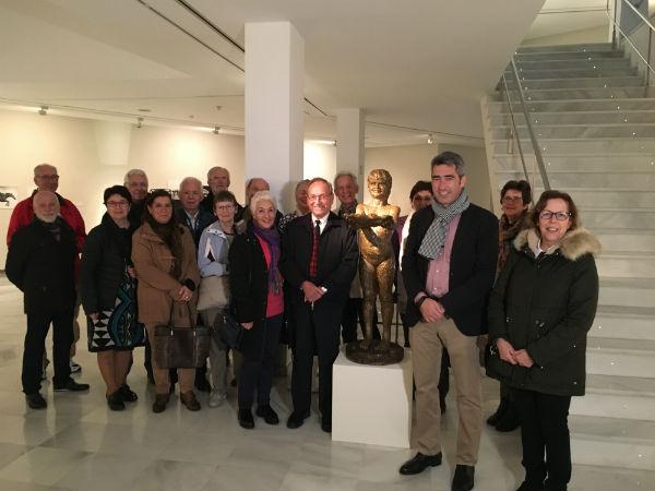 El escultor Jaime Pimentel protagoniza su primera visita guiada por su Muestra Antológica en el Centro de Exposiciones de Benalmádena