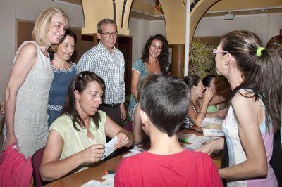 La Alcaldesa Asiste a la Entrega de 2.600 Tickets de Atracciones Para los Niños de Familias Usuarias de Bienestar Social.