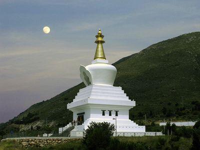 La estupa acogerá el próximo lunes la conferencia del lama tibetano Khenpo Ngedon sobre la Iluminación.