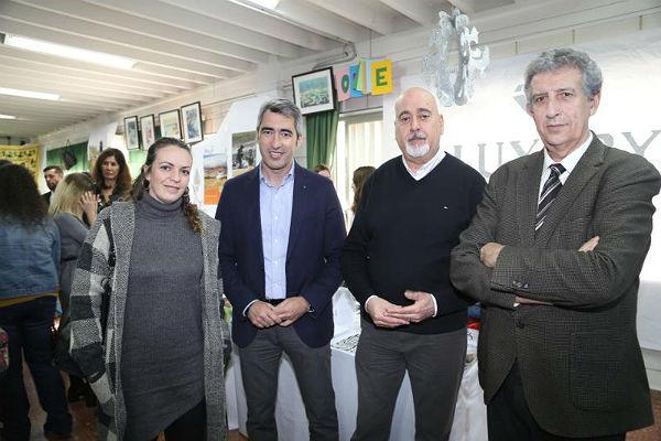 El Alcalde de Benalmádena, Víctor Navas, y la Concejala de Turismo, Encarnación Cortes, inauguran la XIII Feria del Turismo del IES Arroyo de la Miel