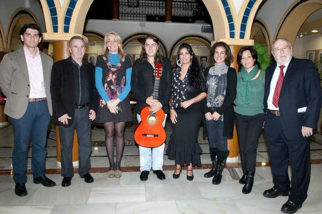La Alcaldesa inagura la Semana Flamenca de Benalmádena que arranca con el cante de Nuria Martín y la guitarra de Luis 'El Salao'