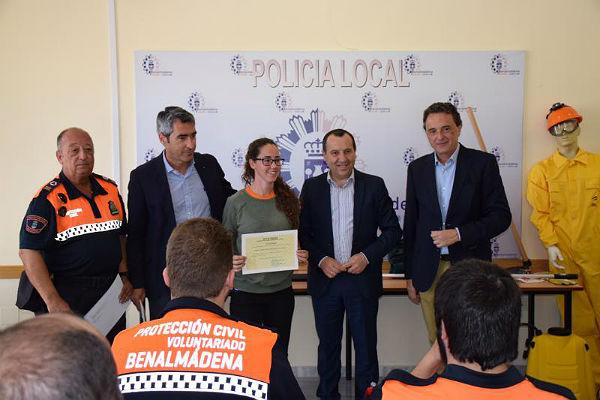 La Junta entrega equipamiento contra incendios forestales al grupo de pronto auxilio de Protección Civil de Benalmádena y Torremolinos