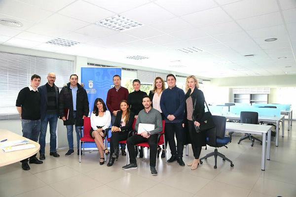 La concejala Ana Scherman entrega las llaves a siete nuevos emprendedores que desarrollarán sus proyectos en el Vivero de Empresas del Edificio Innova
