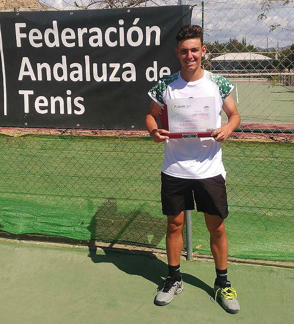 El joven benalmadense Luís Gomar, Campeón de Andalucía de Junior Tenis