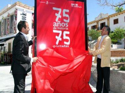 El Alcalde Inaugura la Exposicion de Portadas de Diario Sur.