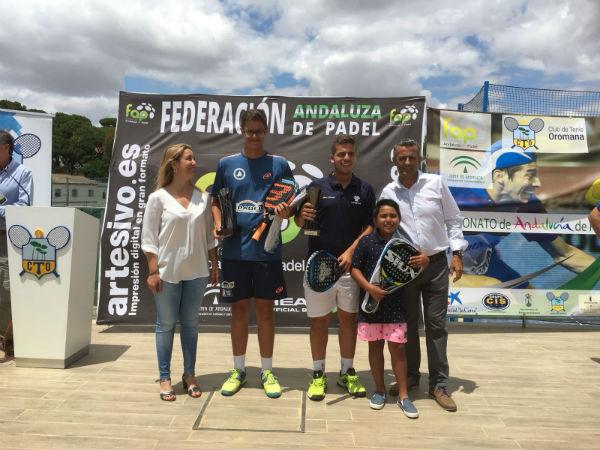 El joven benalmadense Jairo Bautista, campeón de Andalucía de padel junior por segundo año consecutivo.