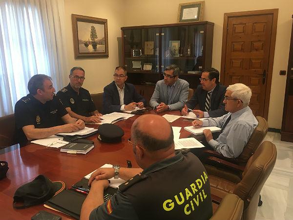 El Alcalde reclama al Subdelegado de Gobierno aumentar el número de efectivos de la Policía Nacional de cara al inicio del verano