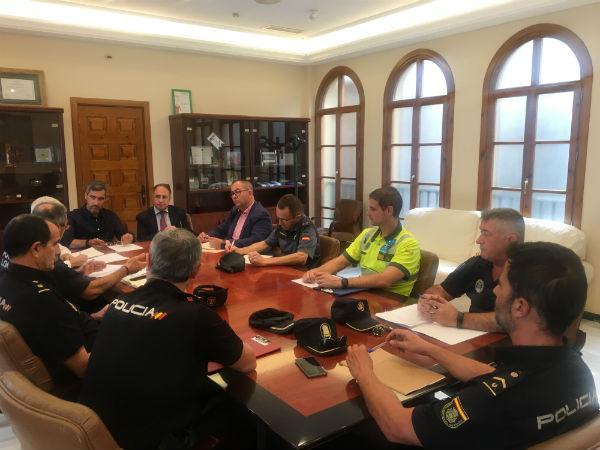La Junta Local de Seguridad acuerda potenciar la colaboración entre Policía Local y Fuerzas de Seguridad del Estado.
