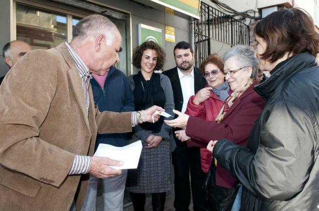 'Yo, Producto Andaluz' entrega más de 400 participaciones del número 11.946 entre los parados de Benalmádena