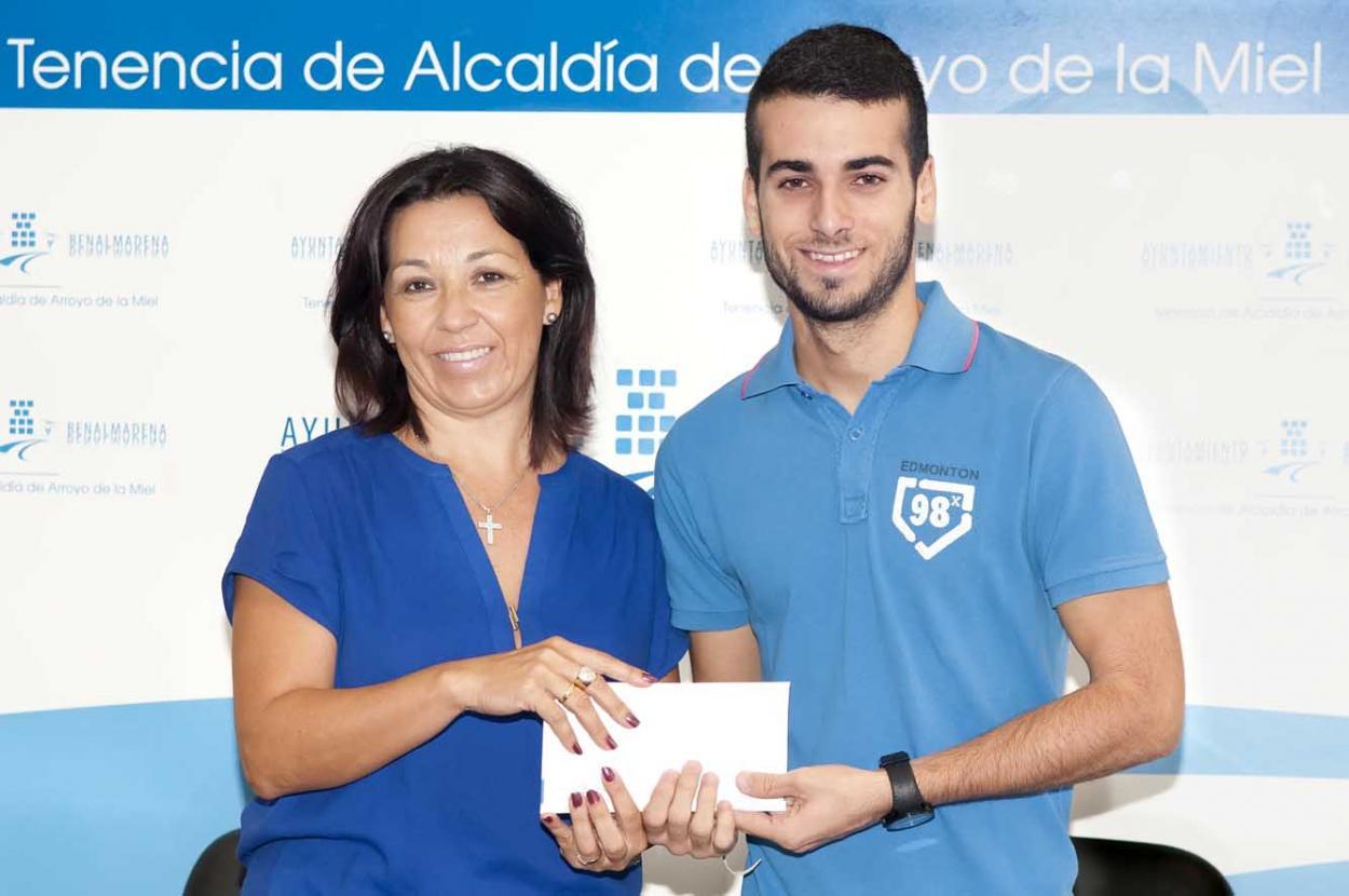 El Ayuntamiento entrega a la familia de Idaira mil euros recaudados en la Gala de Magia