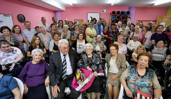 El Alcalde Víctor Navas y las Concejalas Irene Díaz y Alicia Laddaga participan en el homenaje a Isabel Pastor, vecina del municipio con 103 años