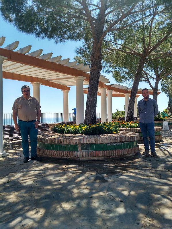 El Ayuntamiento inicia la reposición floral en los Jardines del Muro