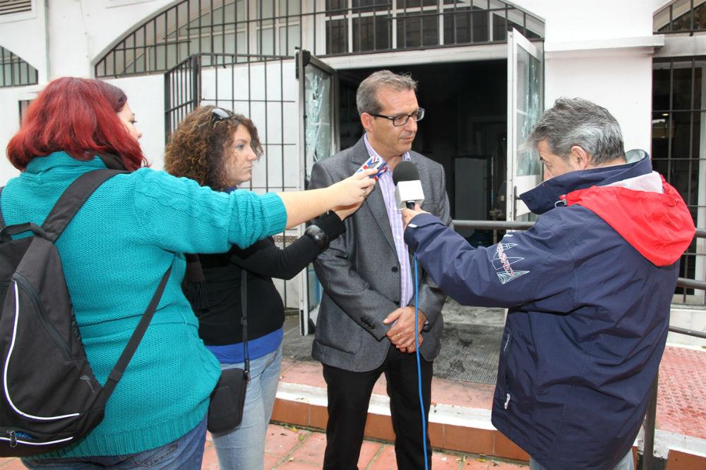 Francisco Salido visita las obras de rehabilitación del centro social 'Doña Gloria' en Benalmádena Costa