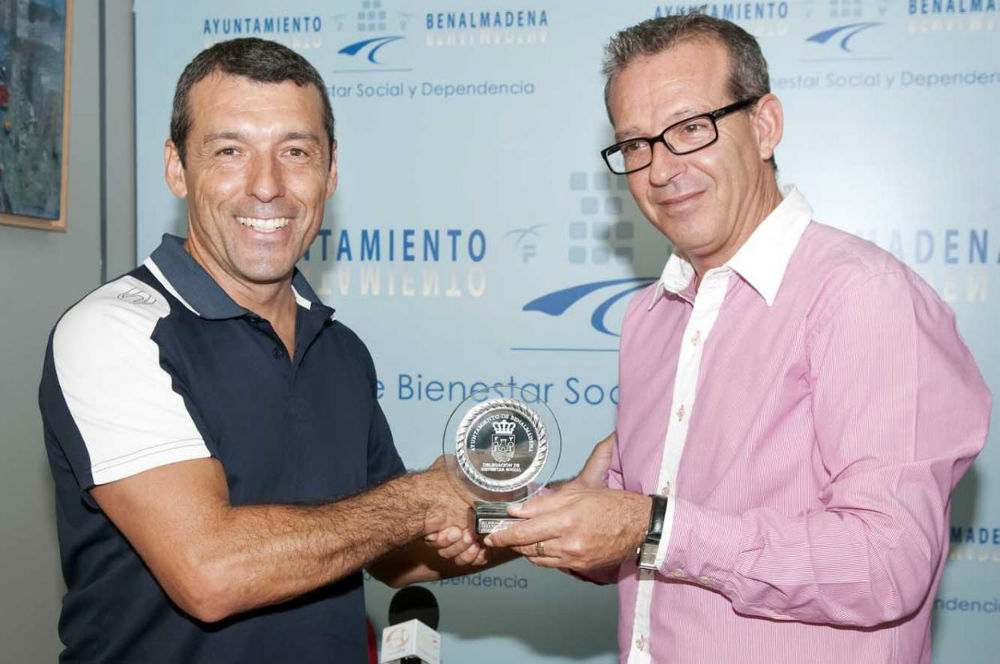 Francisco Salido agradece al Club Náutico su colaboración con la Delegación de Bienestar Social