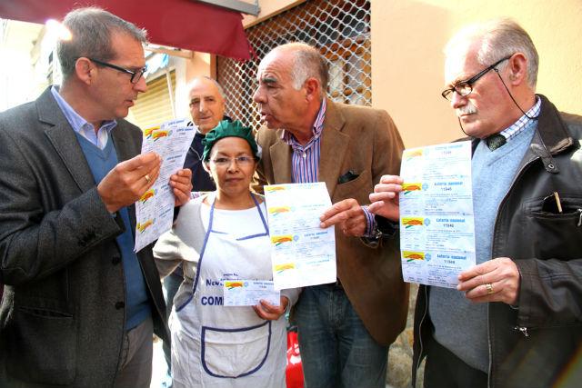Reparten 1.500 participaciones de la Lotería de Navidad entre desempleados y asociaciones benéficas