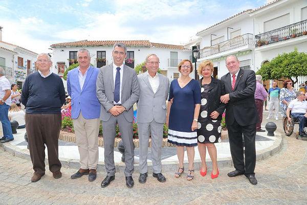 La Plaza de España acogió la celebración del 50º Aniversario de 'La Niña de Benalmádena'