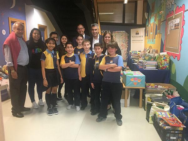 El Alcalde de Benalmádena participa en el acto de entrega de material escolar realizada por el grupo Novaschool a la ONG ACOES