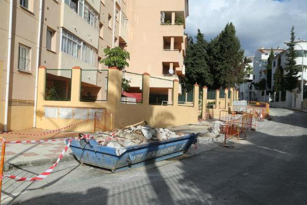 Servicios Operativos procede a la reordenación de la calle Jilgero.