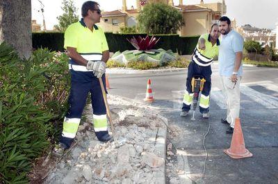Los Servicios Operativos Acomenten Mejoras en el Tendido Eléctrico de Calle Zafiro.