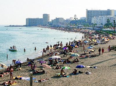 Costas realizará aportes de arena en tres playas de Benalmádena