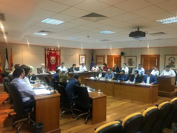 El Pleno del Ayuntamiento aprueba solicitar al Gobierno de la Nación que desarrolle las medidas del Pacto de Estado contra la Violencia de Género