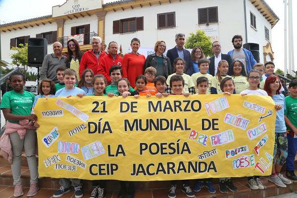 Benalmádena inicia el calendario de eventos del Día Internacional del Libro acogiendo su segundo poema gigante de 120 metros